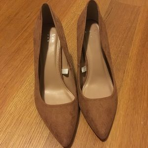 Caramel Nude Pointed toe pumps